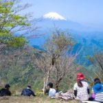 新緑眩しい鍋割山から見る絶景の富士山と、鍋割山荘の鍋焼きうどん