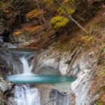 西沢渓谷の奥地に佇む美しき名瀑・七ツ釜五段の滝と、かざはなの自家製パスタ